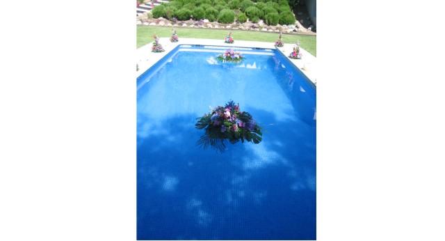Decoracion floral piscinas allium floristas for Decoracion para piscinas