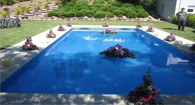 Decoracion floral piscinas allium floristas - Adornos para piscinas ...